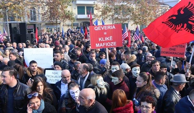 Arnavutluk'ta muhalefetten başsavcı protestosu