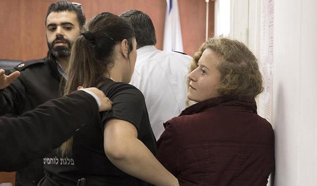 'Filistinli cesur kız' Ahed'in gözaltı süresi uzatıldı