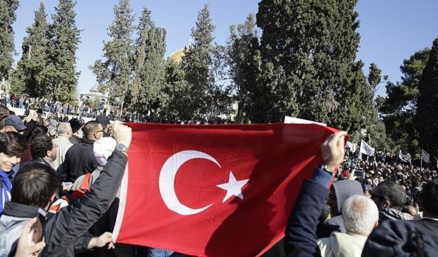 İsrail'in gözaltına aldığı 3 Türk mahkemeye çıkarılacak