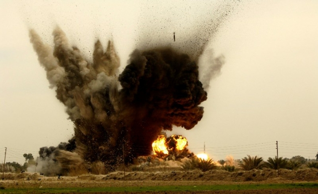 Afganistan'da yola tuzak sivilleri vurdu