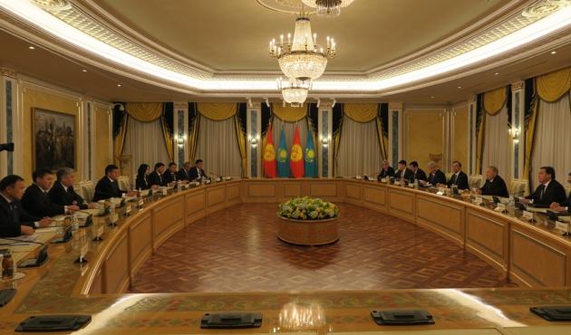 Kırgızistan Cumhurbaşkanı Ceenbekov Kazakistan'da