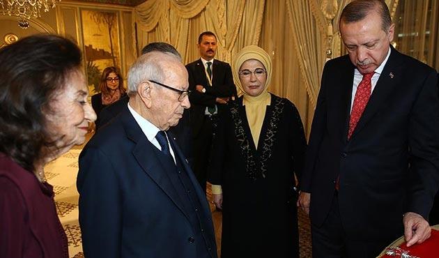 Cumhurbaşkanı Erdoğan'a Sibsi tarafından devlet nişanı takdim edildi