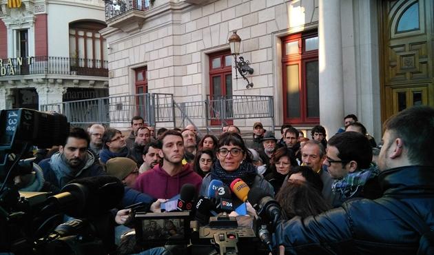 İspanya'da ifade vermeyi reddeden siyasetçiler gözaltında