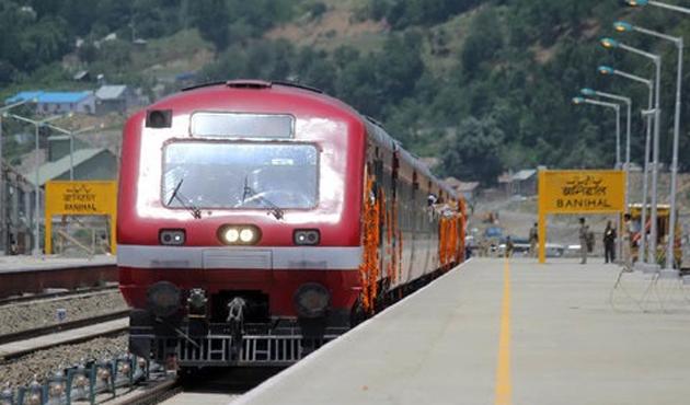 Keşmir'de internet ve tren seferleri askıya alındı