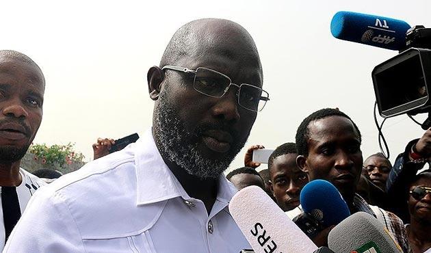 Eski ünlü futbolcu Weah, Liberya Devlet Başkanı oldu