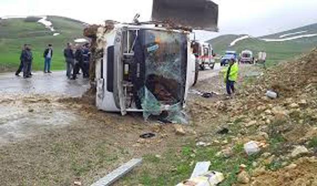 Erzurum'da yolcu otobüsü devrildi: 18 yaralı