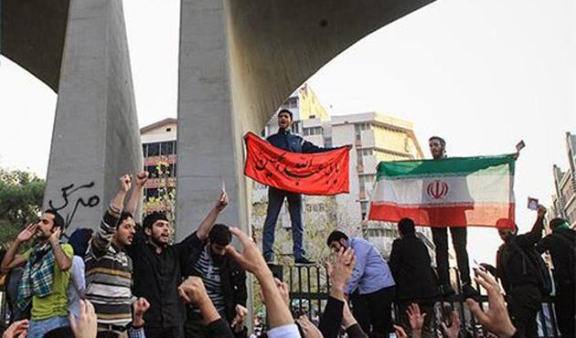 İran'daki gösterilerde en az 90 öğrenci gözaltına alındı