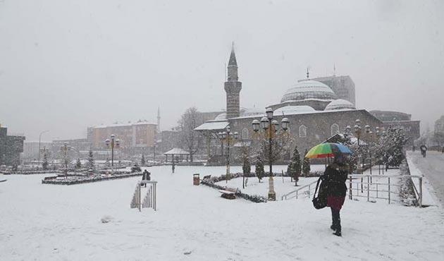 Doğu Anadolu'da kar etkili oluyor