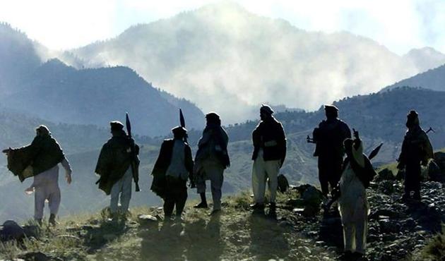 Afganistan'da 9 Taliban üyesi teslim oldu