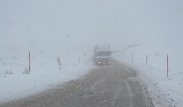 Tendürek Geçidi'nde kar yağışı arttı