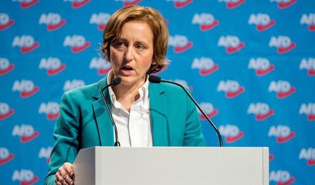 Irkçı paylaşımda bulunan Alman milletvekiline suç duyurusu
