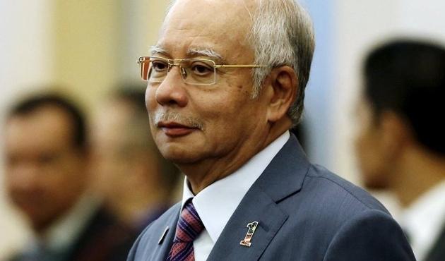 Malezya'da eski Başbakan Rezak sorgulanıyor