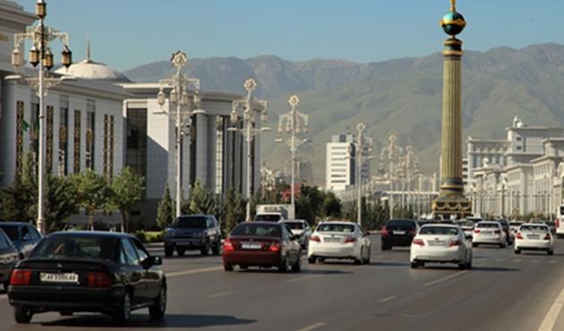 Türkmenistan'da siyah renkli arabalar yasaklandı