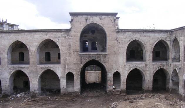 Sivas'taki 442 yıllık han butik otel oluyor