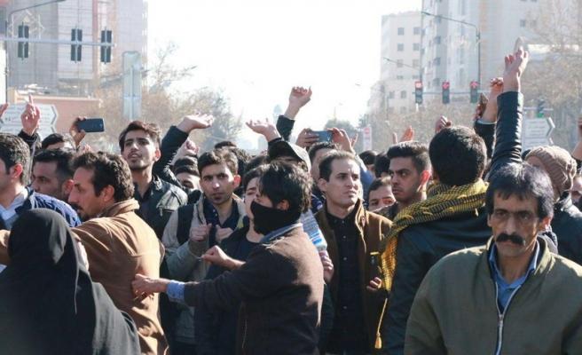 İran'daki Protesto Gösterileri ve Sloganlar Ne Anlama Geliyor?