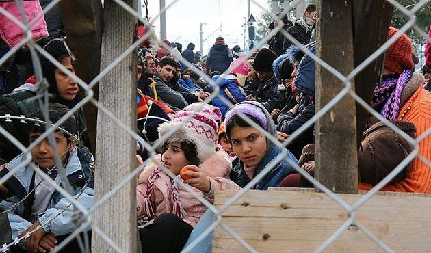 Fransa'da Aznavour'un 'Göçmenleri seçerek alalım' sözüne tepki