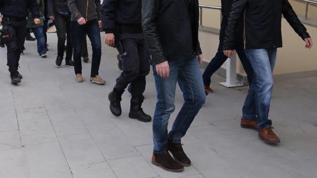 Diyarbakır merkezli FETÖ operasyonunda 56 asker gözaltında