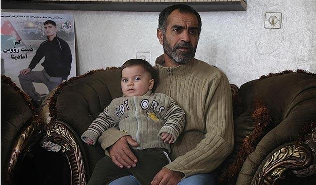 İsrail şehit ettiği Filistinlinin ailesinden bir de tazminat istiyor!