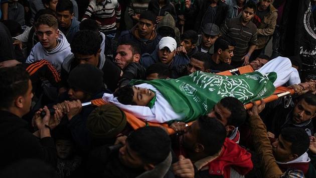 Filistin 16 yaşındaki şehitlerini uğurladı