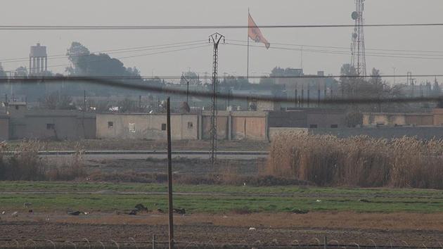 Tel Abyad'a PYD/PKK'nın bez parçaları asıldı