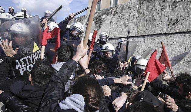 Yunanistan'da 'kemer sıkma' karşıtı gösteride arbede