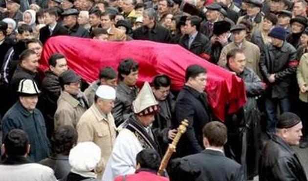Kazak imamlar cenazelerde 'aşırılıkları' terk için çağrıldı