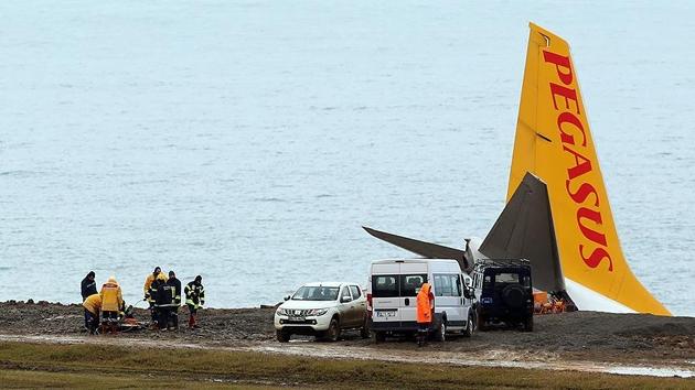 Trabzon'da pistten çıkan uçağın kurtarma çalışmaları başladı