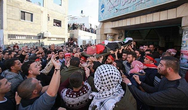 Kudüs protestosunda şehit olan Filistinli genç defnedildi