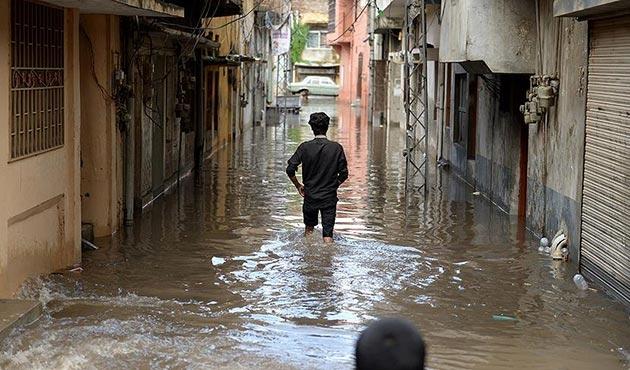 Pakistan'da kirli sular her yıl 100 bin kişinin ölümüne neden oluyor