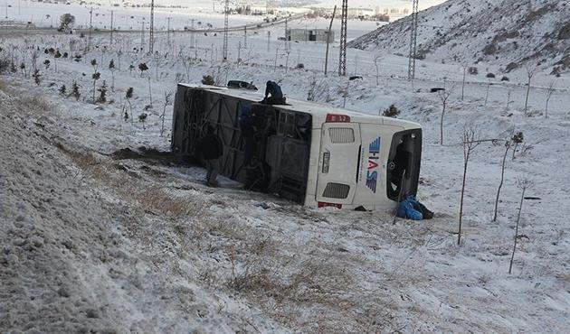 Konya'da yolcu otobüsü devrildi: 7'si ağır 38 yaralı