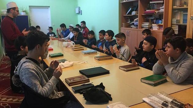 İsveç'teki gurbetçi çocuklardan Afrin'deki Türk askeri için dua