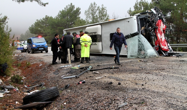 Muğla'da yolcu otobüsü devrildi: 24 yaralı