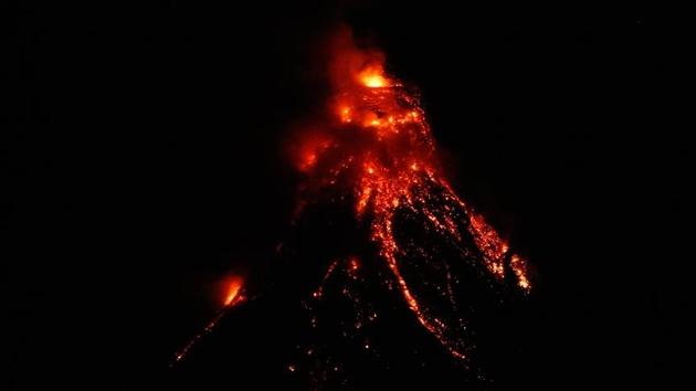 Japonya ve Filipinler'de 'volkanik hareketlilik' alarmı