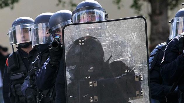 Fransa'da PYD/PKK yandaşlarının gösterisine polis engeli