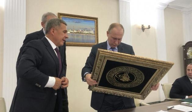 Tataristan'dan Putin'e tuğra hediyesi