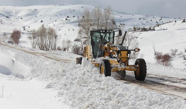 Sivas'ta 188 köy yolunda ulaşıma kar engeli