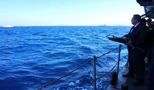 Yunanistan Savunma Bakanı, Kardak'a yaklaşamadan evine döndü