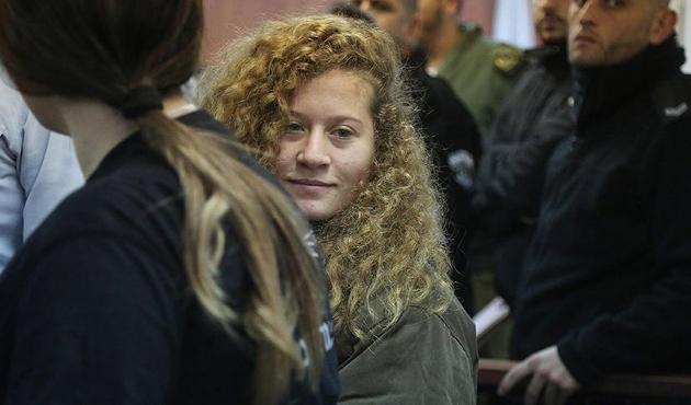 'Filistinli cesur kız' Ahed'in yargılanması ertelendi