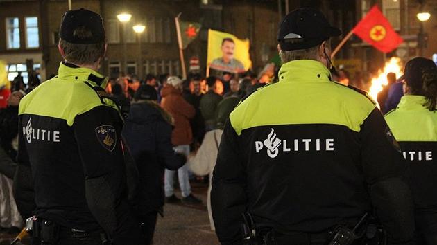 PYD/PKK yandaşları Hollanda'da tren istasyonunu işgal etti