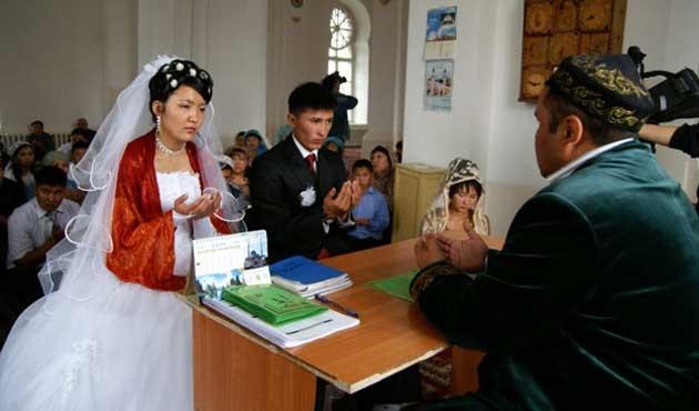Kazakistan'da caminin dışında dini nikah kıymak yasaklanıyor