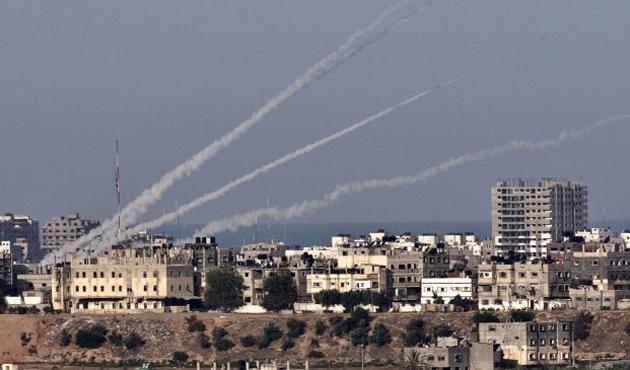 İsrail, Gazze'de Kassam Tugaylarına ait mevziyi bombaladı