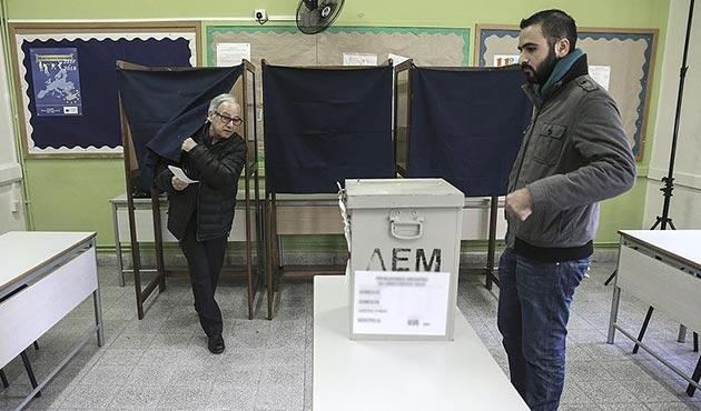 Güney Kıbrıslılar yeni liderlerini seçmek için sandık başında