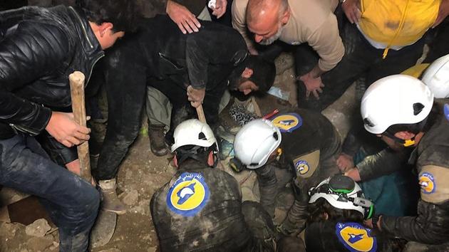 İdlib'de hava saldırıları sivilleri öldürmeye devam ediyor