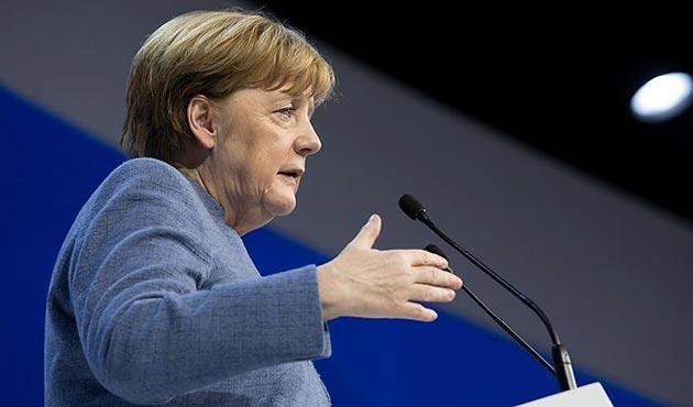 Merkel: Koalisyon protokolü istikrarlı bir hükümetin temeli olabilir