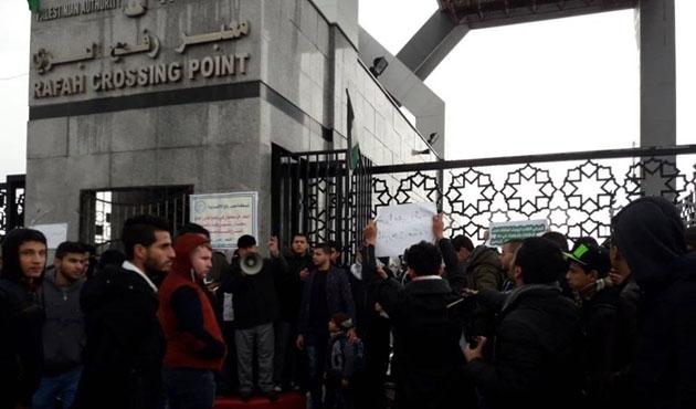 Refah Sınır Kapısı Mısır'da mahsur kalanlar için açıldı