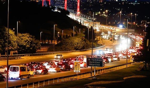 15 Temmuz Şehitler Köprüsü'nde trafiği aksatan kişiye gözaltı