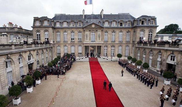 Fransa'da basın Elysee Sarayından çıkarılıyor
