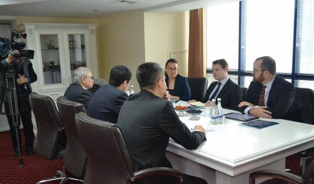 İngiliz Demokrasi Vakfı'ndan Özbekistan'a ücretsiz hizmet