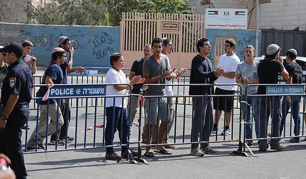 Yahudi işgalciler Filistinli gence saldırdı