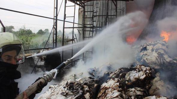 Hindistan'daki fabrika yangınında 3 işçi öldü